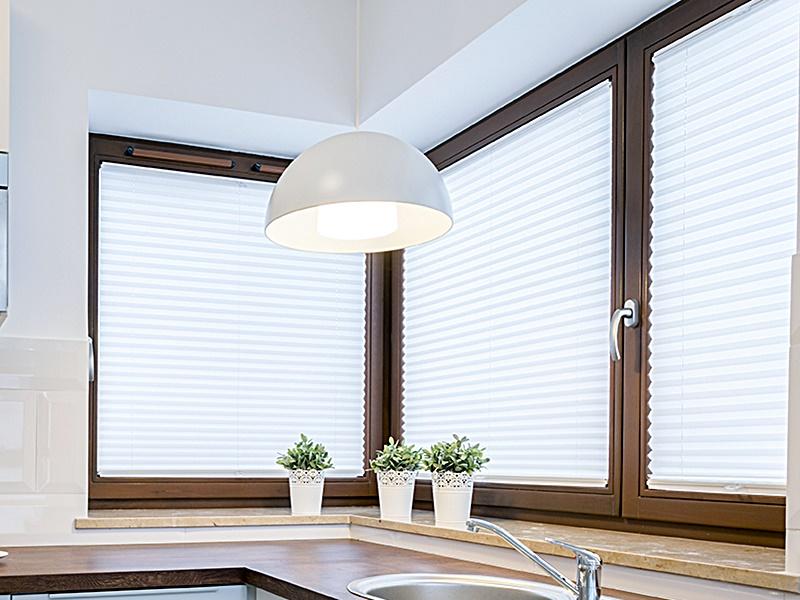 Jak czyścić plisy okienne?